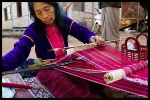 Weaving Lonji - near Kalaw
