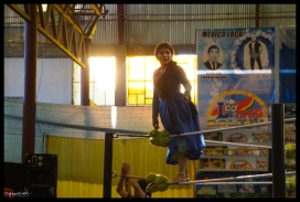 Cholita on the ropes